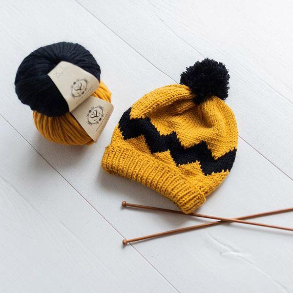 stitch-and-story-charlie-brown-hat-kit-mustard-black-02-kwa